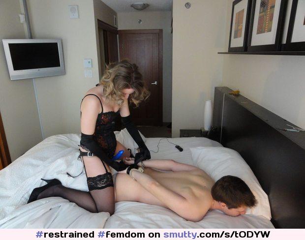 Mistress use three lesbian slave