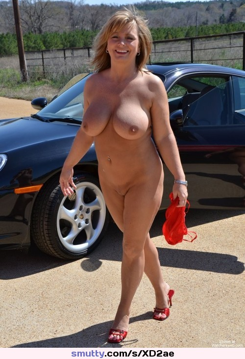 Mature Milf Mom Mommy Wife Cougar Outdoors Ehibitionism